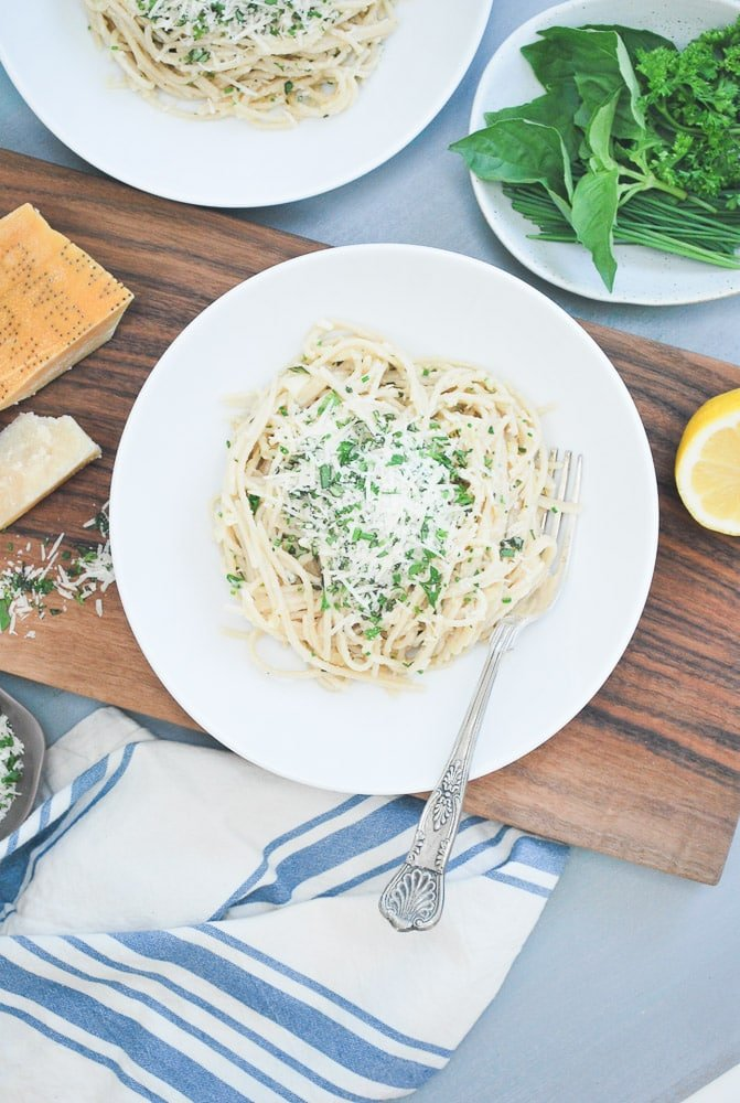 Spagehetti with Parmesan Garlic Herb Sauce-4
