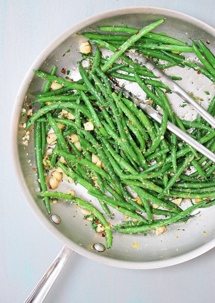 Spicy Green Beans with Crushed Macadamia Nuts_-4