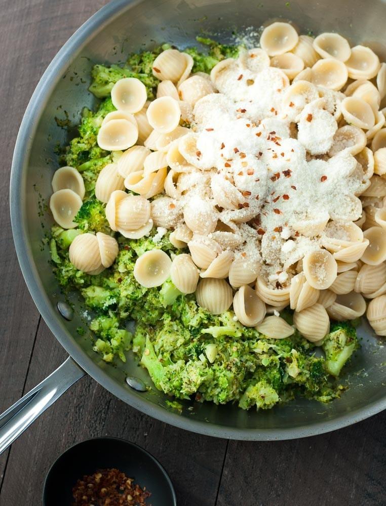 Pasta w/ broccoli sauce