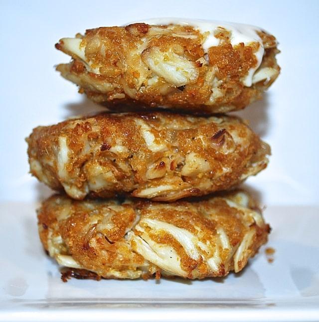Lump Crab Cakes w/ Lemon Mayo Sauce